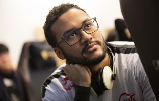 Dignitas officially signs Aphromoo