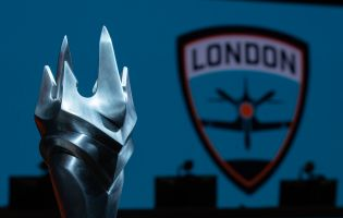 London Spitfire sign Kellex, Hadi and Molf1g