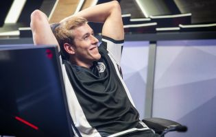Akaadian joins Dignitas' Academy side