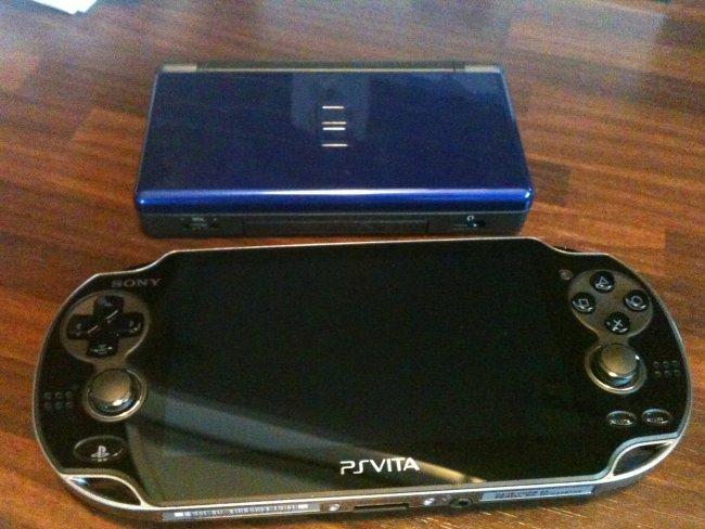 Unboxing PS Vita - - Gamereactor